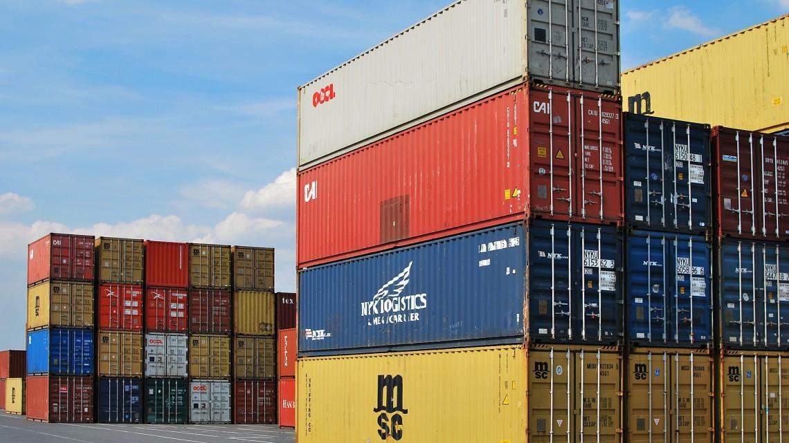 container-export-dock-441989_1920