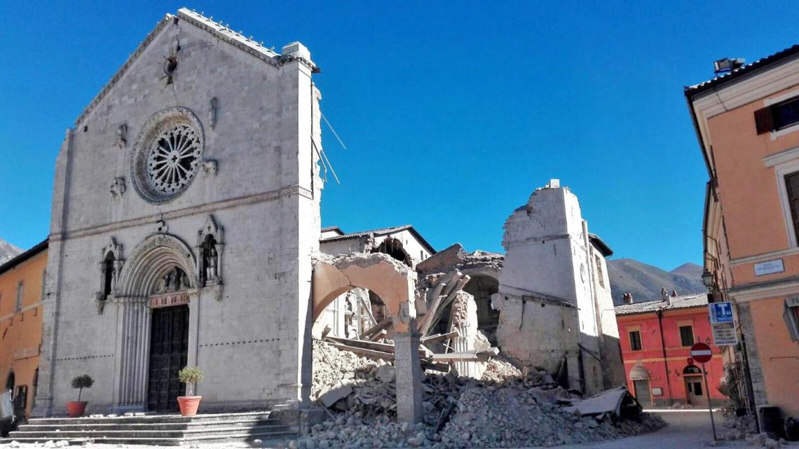 Terremoto-Italia-centrale-ottobre-2016-Norcia-Basilica-San-Benedetto-Imc-e1478081254664